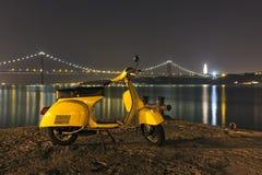 Vespa amarilla Imagen de archivo libre de regalías