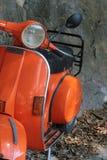 Vespa arancione Immagini Stock