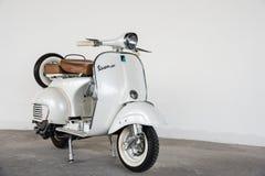 Vespa 1964 de blanc de vintage Photographie stock