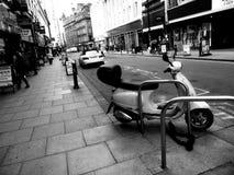 Vespa de la calle Imágenes de archivo libres de regalías
