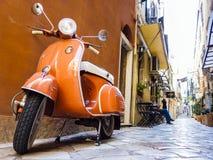 Vespa del Vespa en la calle de Corfú, Grecia foto de archivo libre de regalías