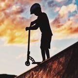 Vespa en el skatepark Imagen de archivo libre de regalías