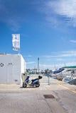 Vespa estacionado em Puerto Alcudia Fotos de Stock Royalty Free
