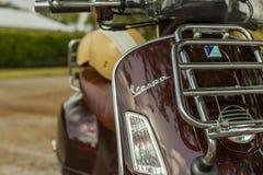 Vespa haut étroit GTV 300ie de Piaggio d'extrémité Scène urbaine photo stock
