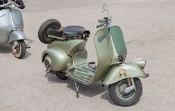 Vespa italiano 125 do 'trotinette' (1950) Fotos de Stock Royalty Free
