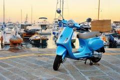 Vespa LX 50 - generazione di motorino italiano classico della piccola struttura moderna nello stile d'annata Fotografie Stock Libere da Diritti