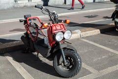Vespa roja de Honda Zoomer, cierre para arriba foto de archivo libre de regalías
