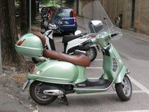 Vespa vert clair de Piaggio Photo libre de droits