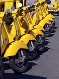 Vespas amarillas Foto de archivo libre de regalías