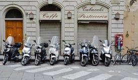 Vespas italianas (ii) Fotos de archivo