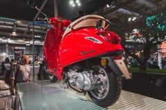 Vespasparkcykel på skärm på EICMA 2014 i Milan, Italien Arkivfoton