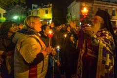 在了不起的星期五,人们在正统复活节- Vespers的庆祝时 免版税库存照片