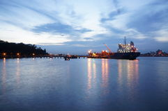 Vessel bunkering off Singapore Royalty Free Stock Images