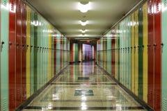 Vestíbulo alineado con los armarios Fotografía de archivo
