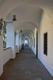 Vestíbulo con los arcos Castillo de Palanok Mukachevo Fotos de archivo libres de regalías