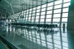 Vestíbulo contemporáneo del aeropuerto Foto de archivo