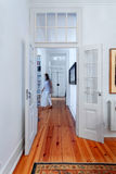 Vestíbulo elegante de los interiores de la casa del vintage Foto de archivo