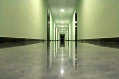 Vestíbulo en un edificio moderno fotografía de archivo libre de regalías