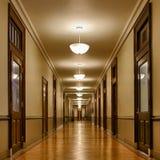 Vestíbulo largo de salas de clase Fotos de archivo