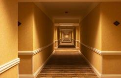 Vestíbulo largo del hotel Imagen de archivo libre de regalías