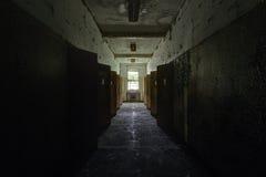Vestíbulo y puertas - hospital/sanatorio abandonados del vintage - Nueva York Imagen de archivo libre de regalías