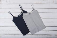 Vest twee op houten achtergrond modieus concept stock fotografie