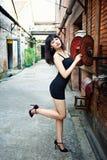 Vesta una ragazza sexy nel distretto di arti Fotografia Stock Libera da Diritti