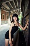 Vesta una ragazza sexy nel distretto di arti Immagine Stock Libera da Diritti