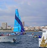 Vestas第11个小时赛跑的编织通过观众的小船富豪集团海洋种族阿利坎特2017年 免版税库存图片