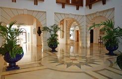 Vestíbulo na mansão luxuosa Imagens de Stock Royalty Free