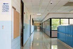 Vestíbulo y armarios de la escuela Fotografía de archivo libre de regalías