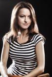 Veste listrada retrato da mulher do marinheiro Foto de Stock Royalty Free