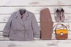 Veste, pantalon, sac et espadrilles Image stock