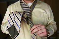 Vestendosi per il lavoro Immagine Stock