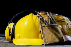 Vestiario di protezione, casco, guanti e vetri L'udito protegge Fotografie Stock Libere da Diritti