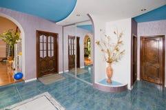 Vestibolo (Corridoio) una stanza del cottage. Fotografia Stock Libera da Diritti