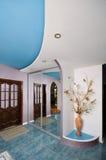 Vestibolo (Corridoio) una stanza del cottage. Fotografie Stock