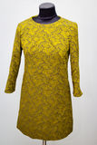 Vestido à moda no manequim Fotografia de Stock