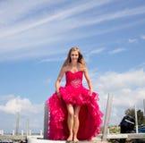 Vestido adolescente del baile de fin de curso del soporte fotografía de archivo libre de regalías