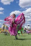 Vestido atractivo del nativo americano Imágenes de archivo libres de regalías