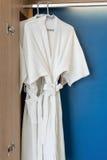 Vestido blanco de la ducha dos Imagen de archivo