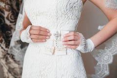 Vestido de boda con el arco Imagen de archivo libre de regalías