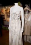 Vestido de boda elegante en maniquí fotos de archivo