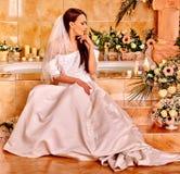 Vestido de casamento desgastando da mulher Fotos de Stock Royalty Free