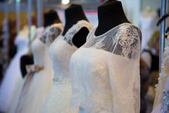 Vestido de casamento do laço com um espartilho Fotos de Stock