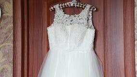 Vestido de casamento luxuoso pronto para a noiva vídeos de arquivo