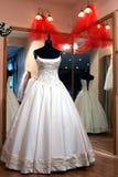 Vestido de casamento no indicador da loja Fotos de Stock