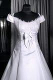 Detalhe de um vestido de casamentos em um manequim Imagem de Stock