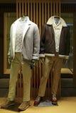 Vestido de la moda del invierno para los hombres en maniquíes Imagen de archivo libre de regalías