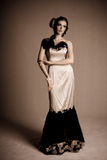 Vestido de noche atractivo de la mujer que desgasta joven Imágenes de archivo libres de regalías